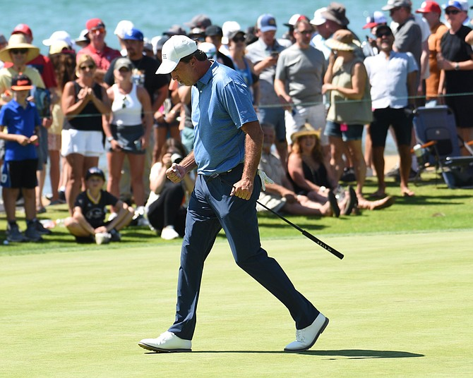Vinny Del Negro fist pumps after hitting a putt on the 18th green at the American Century Championship Sunday.