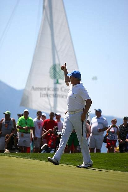 John Elway gives the thumbs up to the crowd on the final green at Edgewood Tahoe Golf Course on Saturday.