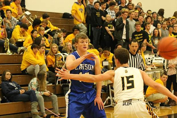 Carson's Asa Carter makes a pass during Tuesday's game against Galena.