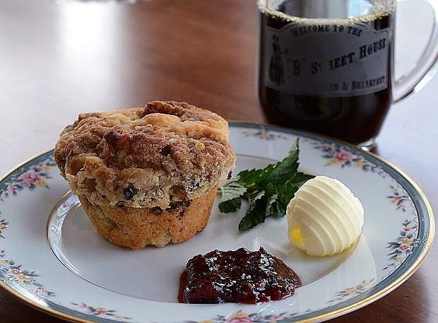 Apple Currant Sour Cream Muffin