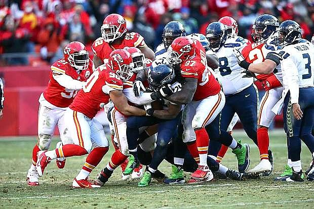 Josh Mauga (90) and the Chiefs visit Oakland on Thursday in an AFC West matchup.
