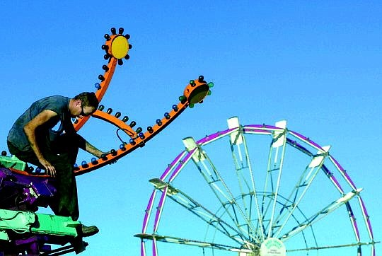 Rick Fowler/ Nevada Appeal Tyson Alwings of Washington State, assembles the YoYo ride on October 28, 2003 in Mills Park for the upcoming carnival.