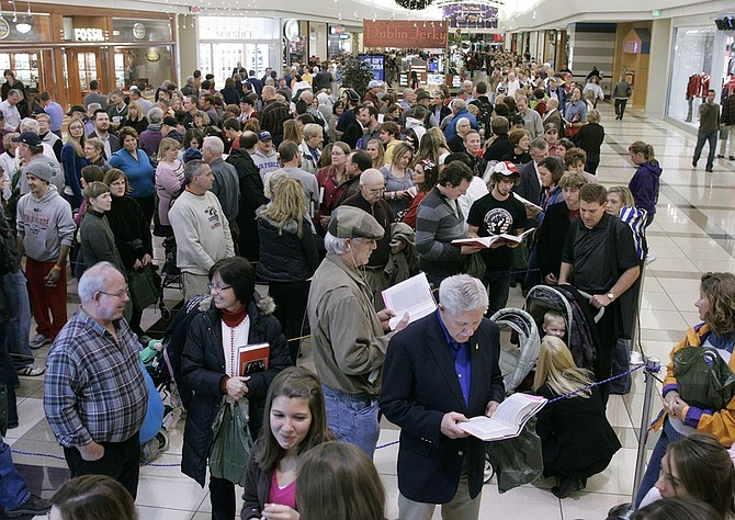 Crowds line up for hours at Woodland Mall in Kentwood, Mich., to meet Sarah Palin and get her new book signed in the Barnes & Noble store, Wednesday, Nov. 18, 2009. Palin is the former Alaskan Governor and Republican vice presidential candidate. (AP Photo/The Grand Rapids Press, Rex Larsen)