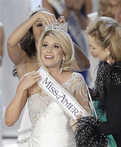 Teresa Scanlan, Miss Nebraska is crowned Miss America 2011 during the Miss America pageant, Saturday, Jan. 15, 2011 in Las Vegas. (AP Photo/Julie Jacobson)