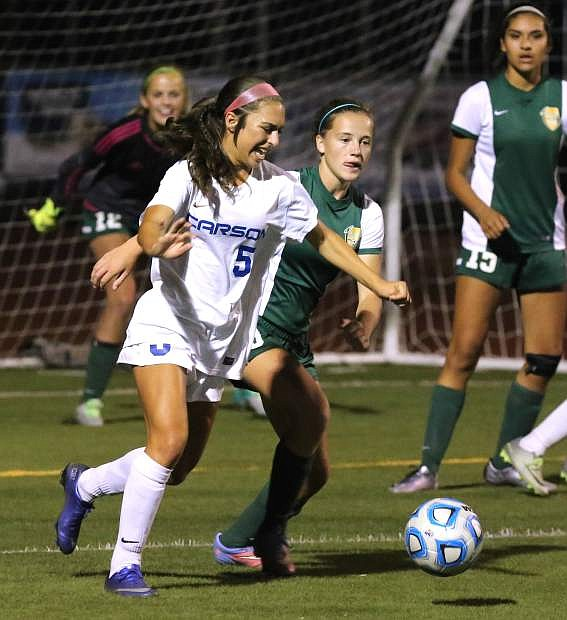 Isabella Wakeling battles for the ball in a match against Manogue on Tuesday night.