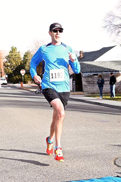 5k winner Rick Pott crosses the finish line of the Turkey Trot with a time of 18:32.