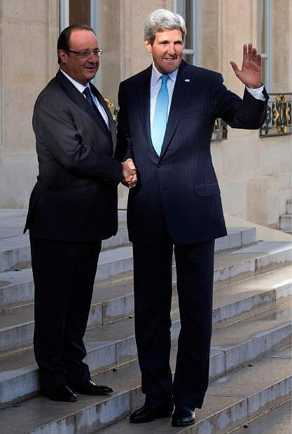 French President Francois Hollande, left, welcomes U.S. Secretary of State John Kerry for a meeting on Syria at the Elysee Palace in Paris, Monday, Sept. 16, 2013. (AP Photo/Michel Euler)