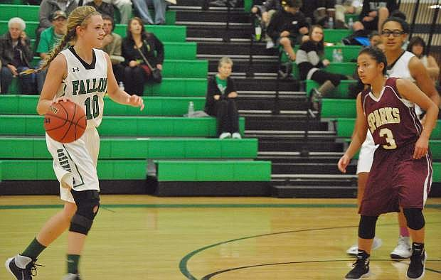 The Wave's Kaitlyn Hunter (10) runs the court against Sparks' Angelica Hurtado (3).