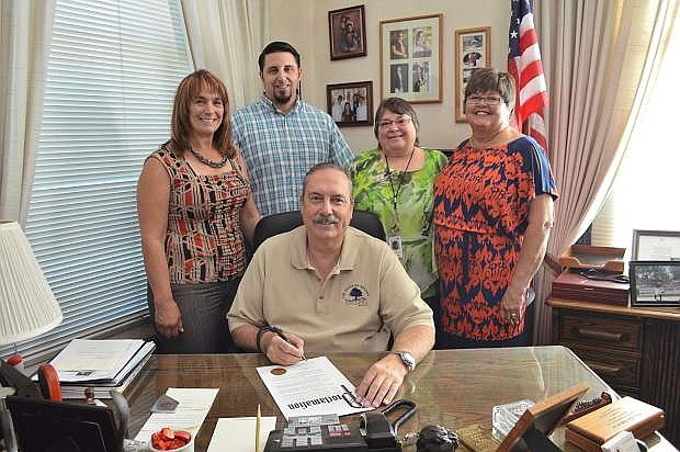 Mayor Ken Tedford issued a proclamation for Recovery Month, which is in September. From left are Andrea Zeller, Josh Cabral, Lana Robards and Debbie Ridenour with Tedford at his desk.
