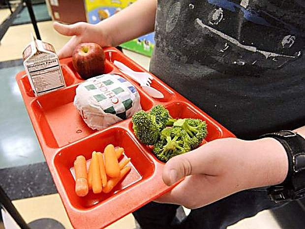 Researchers say sufficent time should be given to children who eat school lunches.