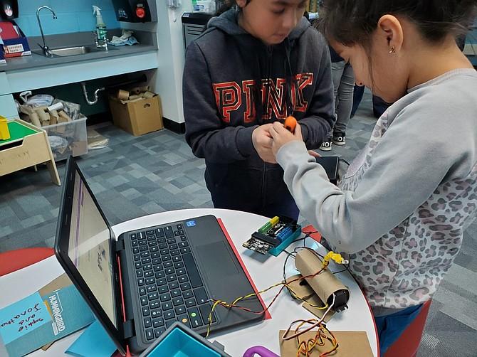 Fourth grade students from Tearra Bobula's technology class at Mark Twain Elementary build Hummingbird robots.
